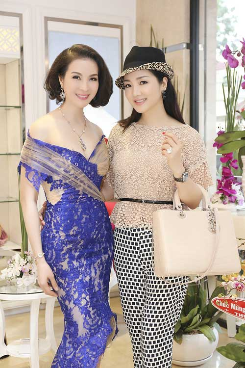 Giáng My chia vui cùng mc Thanh Mai