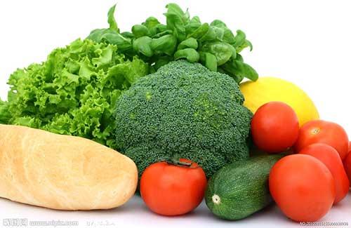 Ăn nhiều rau củ mỗi ngày giúp trị mụn