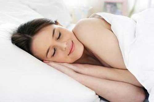 Ngủ sớm giúp giảm nguy cơ nổi mụn